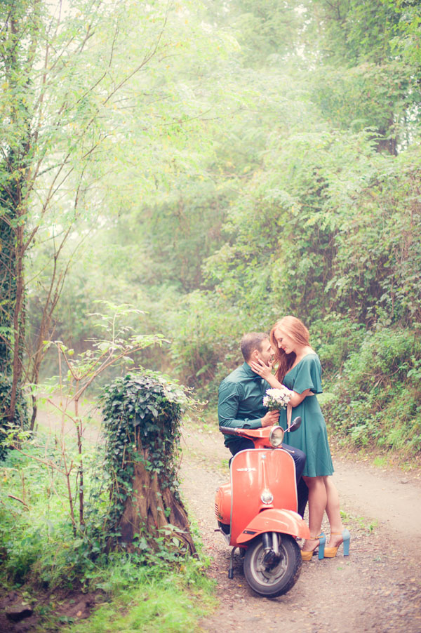 engagement session anni 50 in vespa