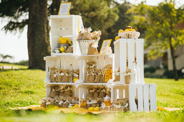 Matrimonio Tema Legno : Matrimonio country chic con girasoli e limoni