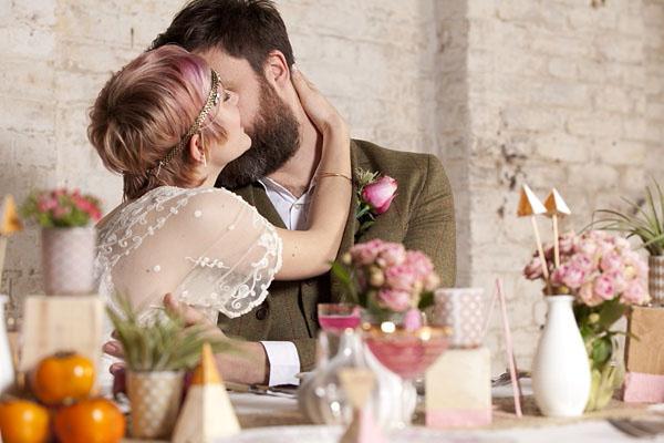 sposa con capelli rosa