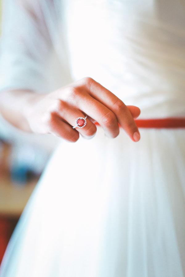 anello di fidanzamento con rubino