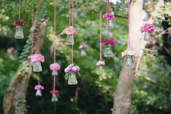 30 idee creative per un matrimonio colorato for Vasi sospesi