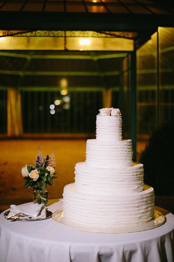 torta con rose di pasta di zucchero