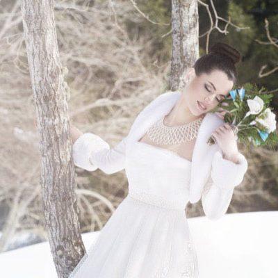 Gru e fiori di carta per un matrimonio sulla neve