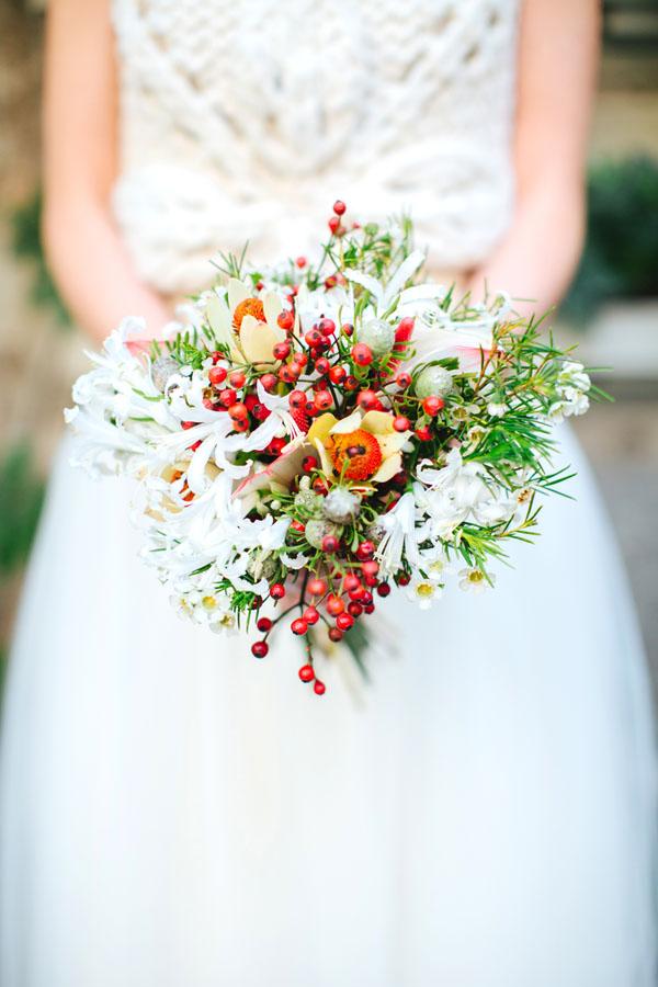 bouquet bianco e rosso autunnale
