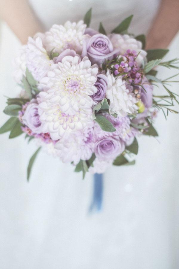 bouquet con dalie e rose lilla