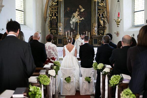 Matrimonio In Bianco : Un matrimonio altoatesino tra le vigne