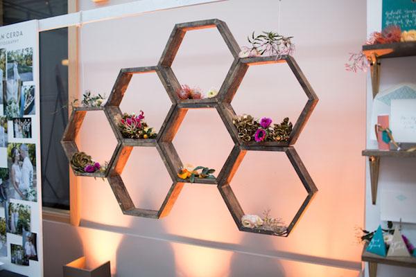 sfondo per photo booth geometrico a nido d'ape