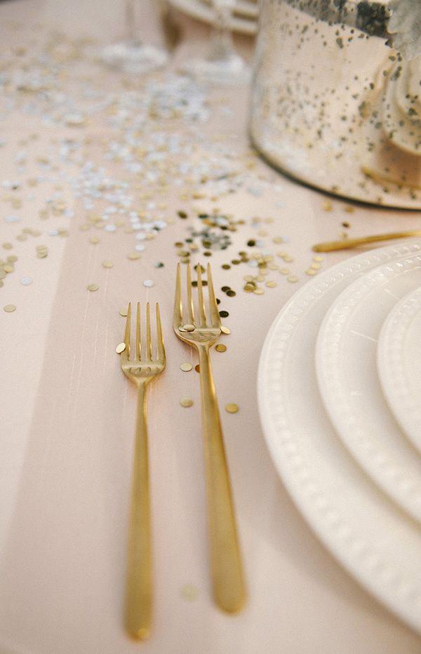 tavola matrimonio con coriandoli