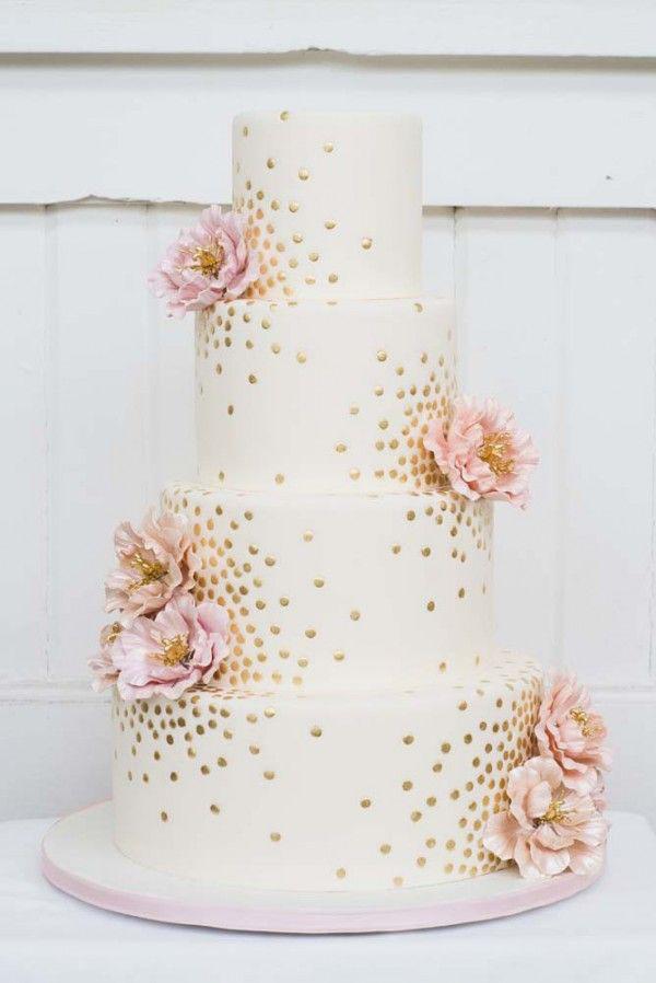 torta nuziale con coriandoli