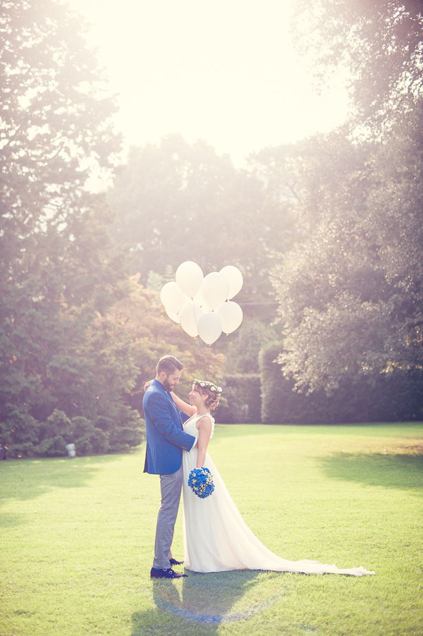 Matrimonio Bohemien Rhapsody : Rosmarino e ortensie blu per un matrimonio bohémien
