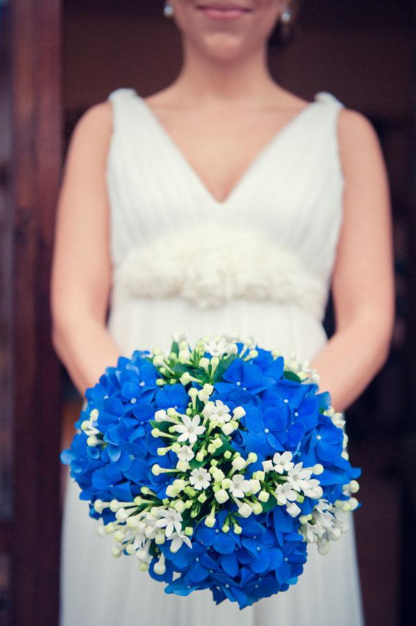 bouquet con ortensie blu e bouvardia