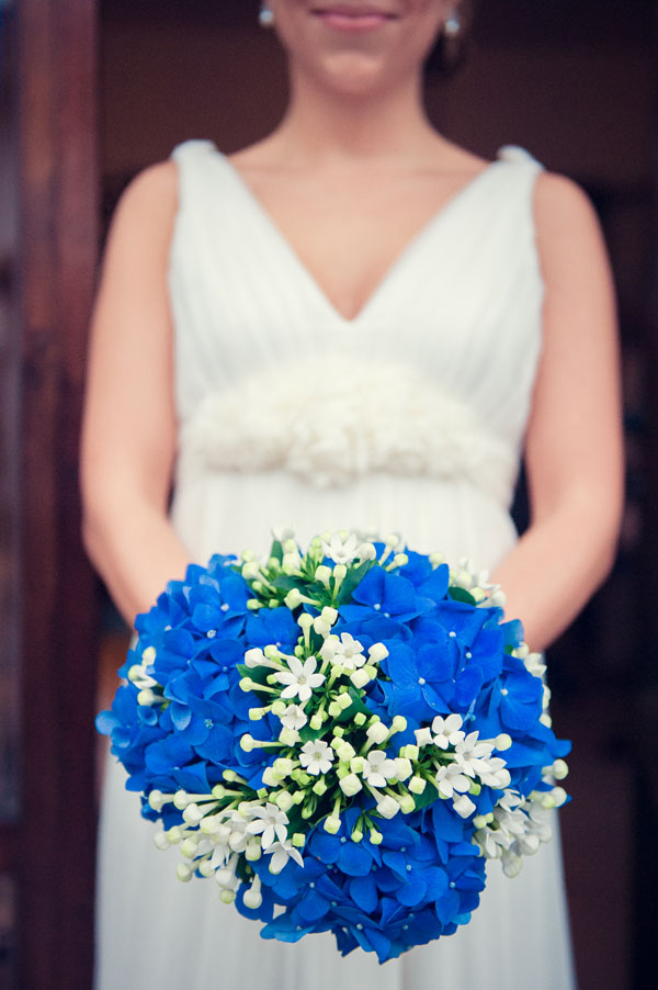 Matrimonio Bohemien Hotel : Bouquet con ortensie blu