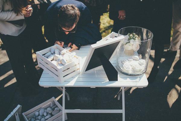 guestbook con sassi