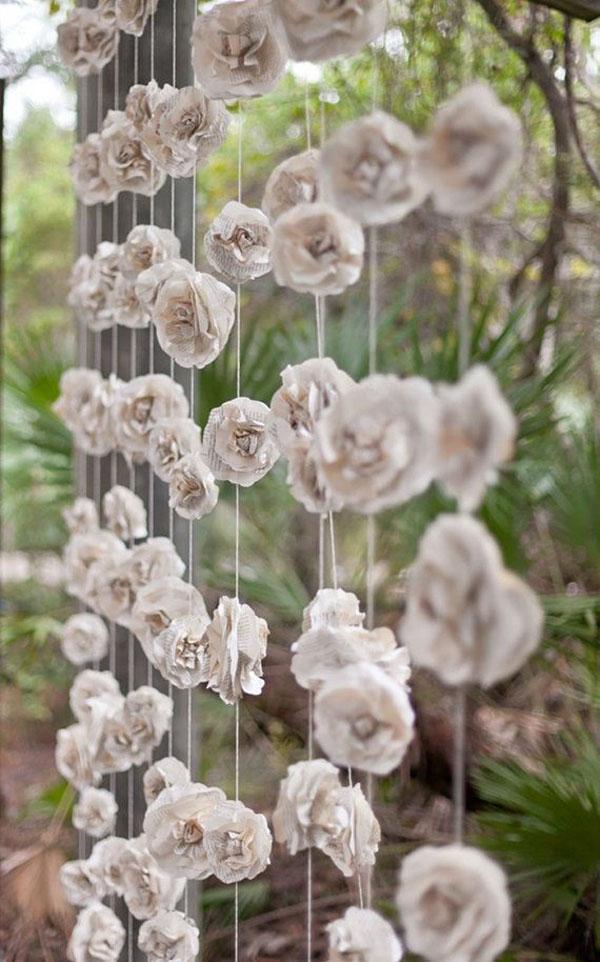 backdrop con fiori di carta