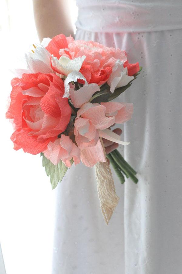 bouquet con fiori di carta crespa