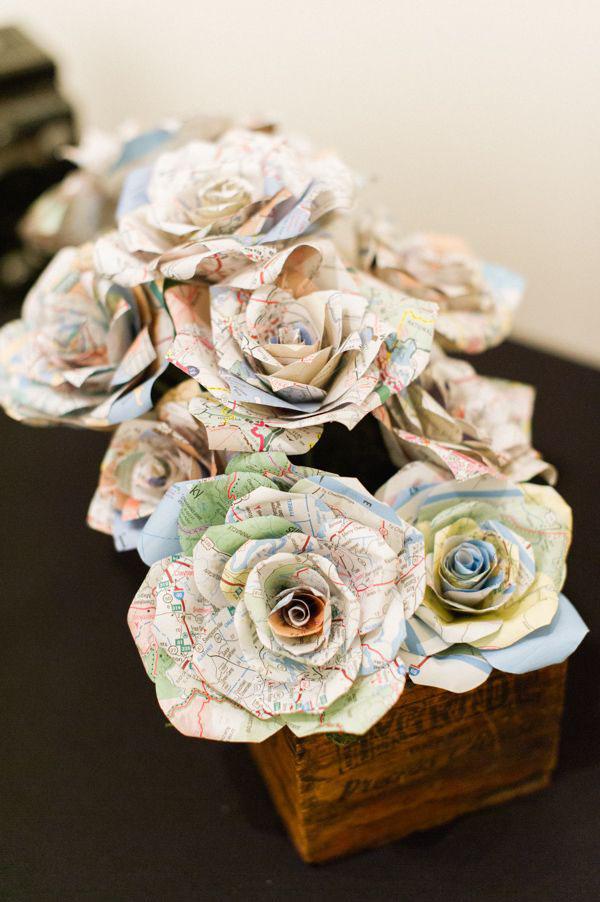 centrotavola matrimonio con fiori di carta