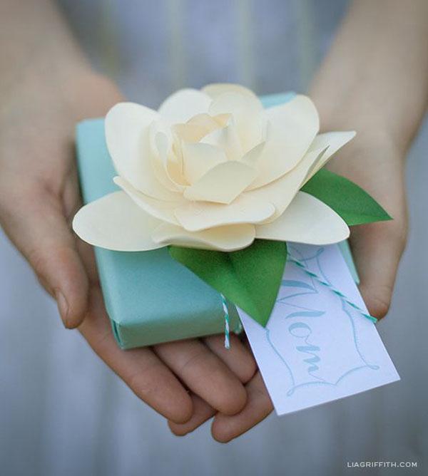 confezione bomboniere con fiori di carta