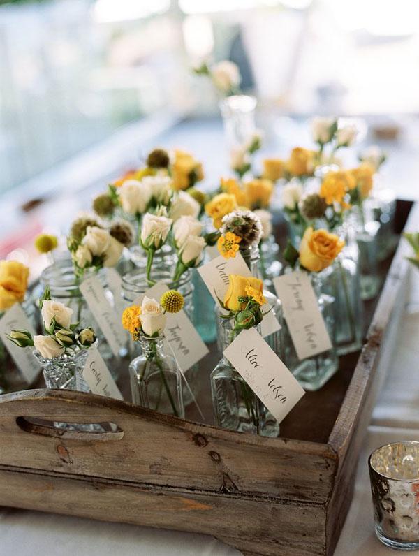 bottiglie con fiori escort card