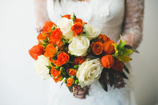 bouquet autunnale arancione e avorio