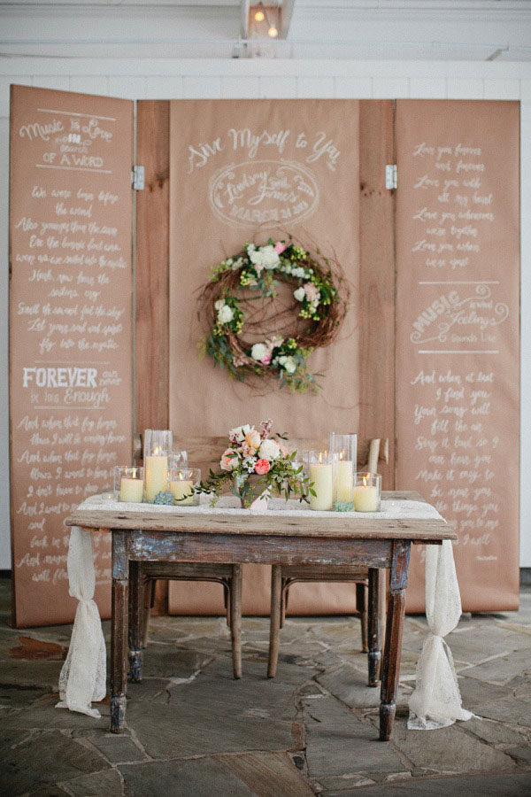 backdrop in carta kraft e calligrafia