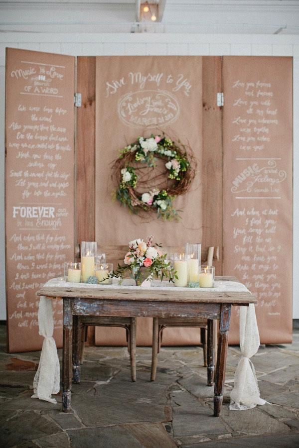 backdrop in carta kraft e calligrafia