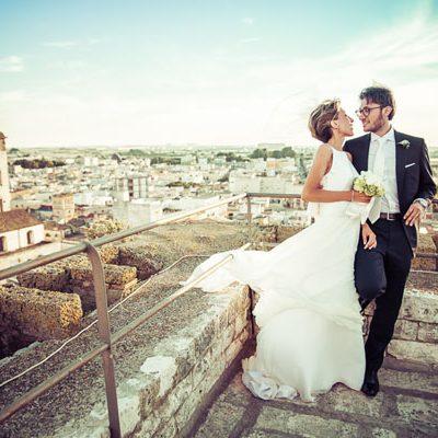 Peonie e veletta per un matrimonio semplice ed elegante