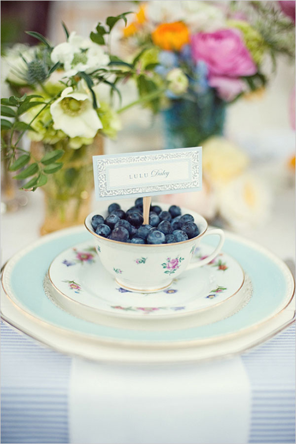 mirtilli in tazza vintage come escort card