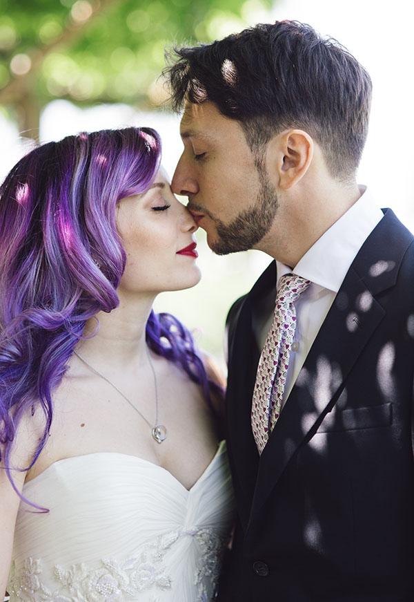 Azzurro Fiordaliso Matrimonio : Un matrimonio anni e una sposa con i capelli viola