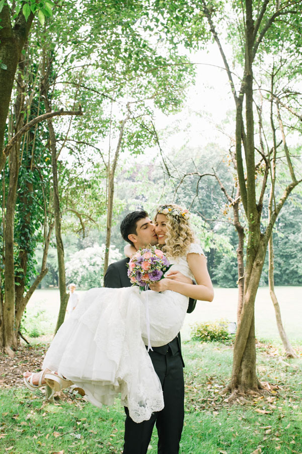 Matrimonio Bohemien Rhapsody : Pizzo e una corona di fiori per un matrimonio bohémien