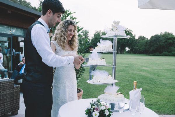 Matrimonio Bohemien Hotel : Pizzo e una corona di fiori per un matrimonio bohémien