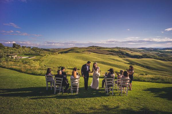 Matrimonio Toscana Inverno : Un matrimonio intimo sulle colline toscane wedding