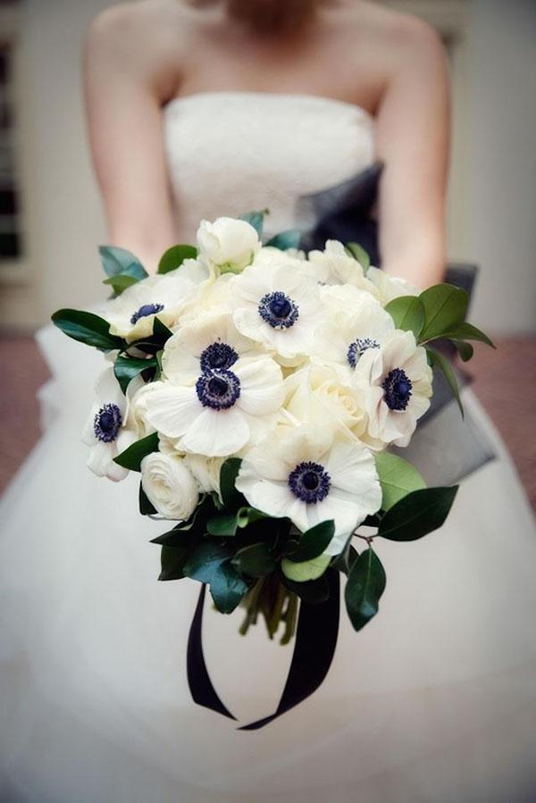 bouquet con anemoni per matrimonio invernale