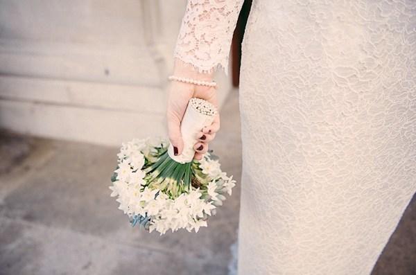 Lisa Devine via Whimsical Wonderland Weddings