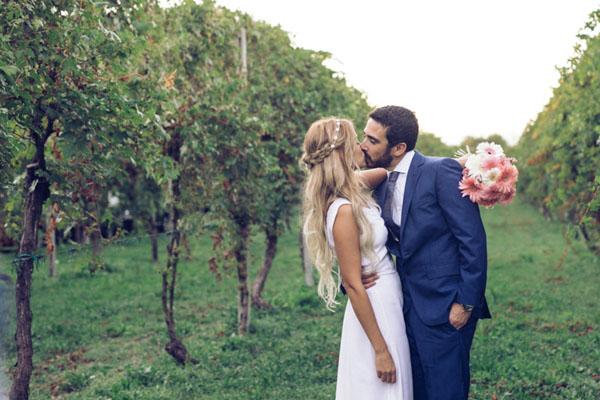 Matrimonio Bohemien Rhapsody : Una roulotte rosa per un matrimonio bohémien wedding