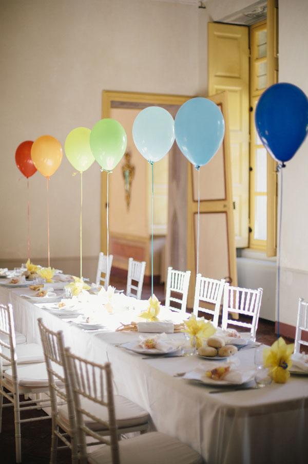 allestimento tavolo bimbi con palloncini