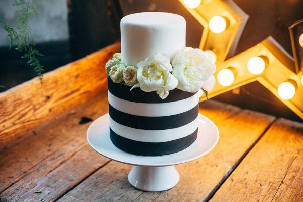torta a righe bianche e nere