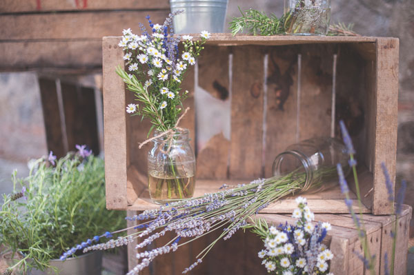 Location Matrimonio Rustico : Lavanda e margherite per un matrimonio rustico wedding