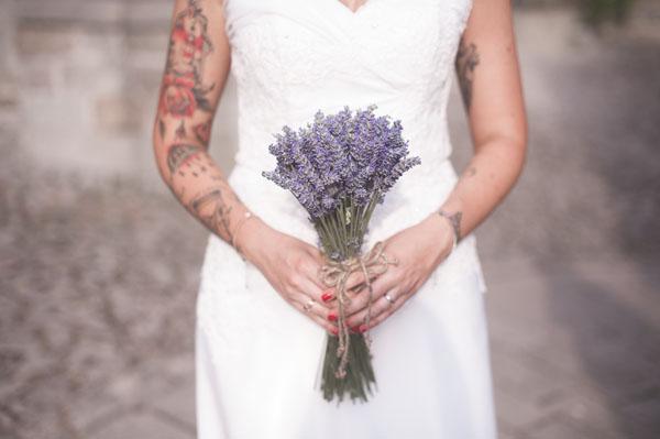 matrimonio rustico con lavanda e fiori di campo-21
