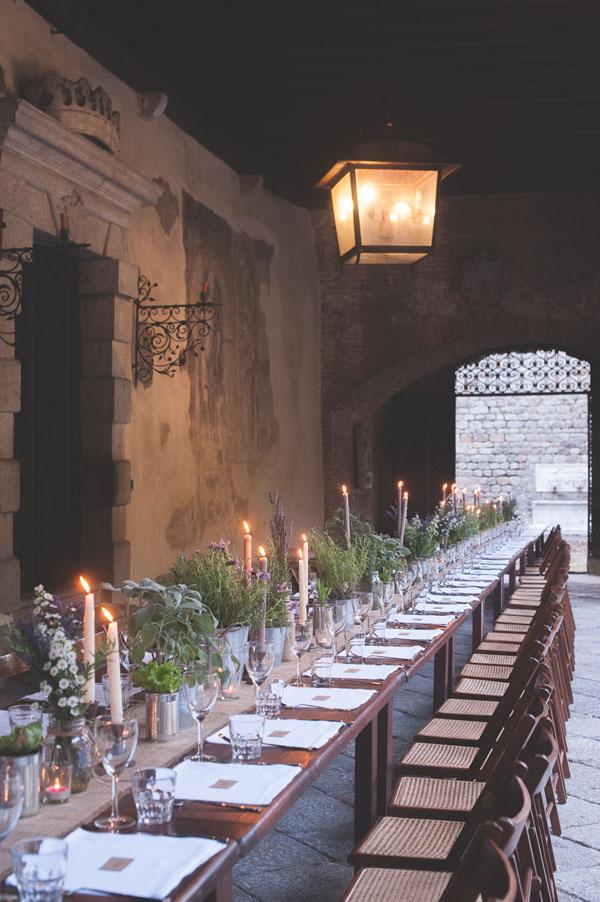 Matrimonio Rustico Tavolo : Matrimonio rustico con lavanda e fiori di campo