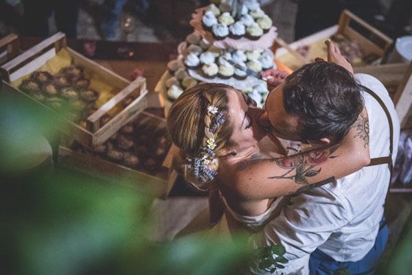 matrimonio rustico con lavanda e fiori di campo-32