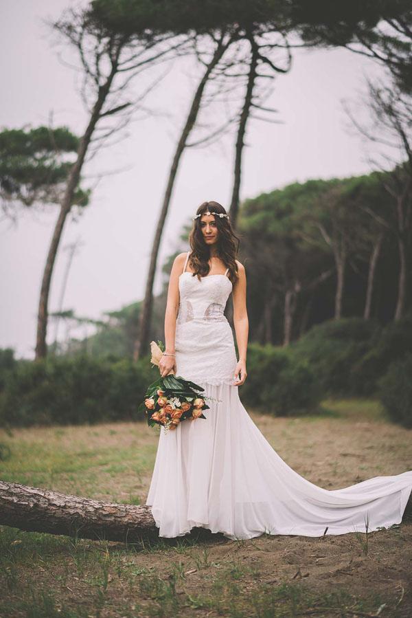 Matrimonio Bohemien Roma : Inspiration un matrimonio bohémien tra spiaggia e pineta