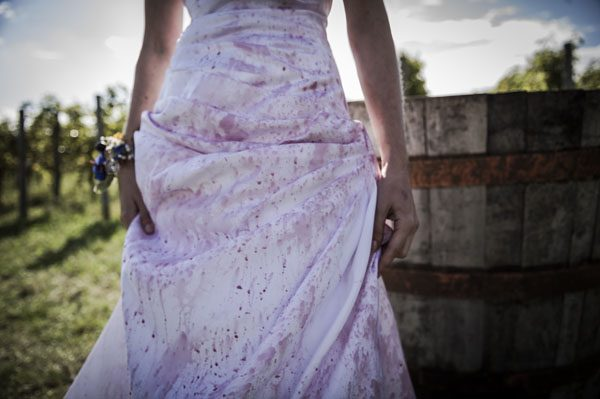 Un trash the dress ispirato al vino rosso