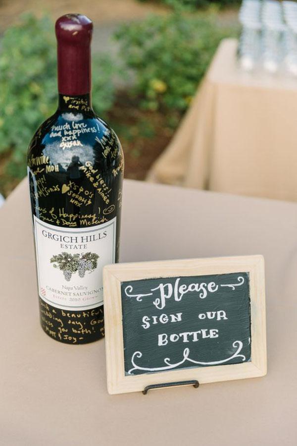 bottiglia di vino come guestbook matrimonio