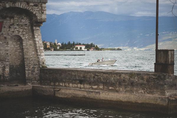 Matrimonio Sul Lago Toscana : Una cerimonia simbolica per un matrimonio sul lago di
