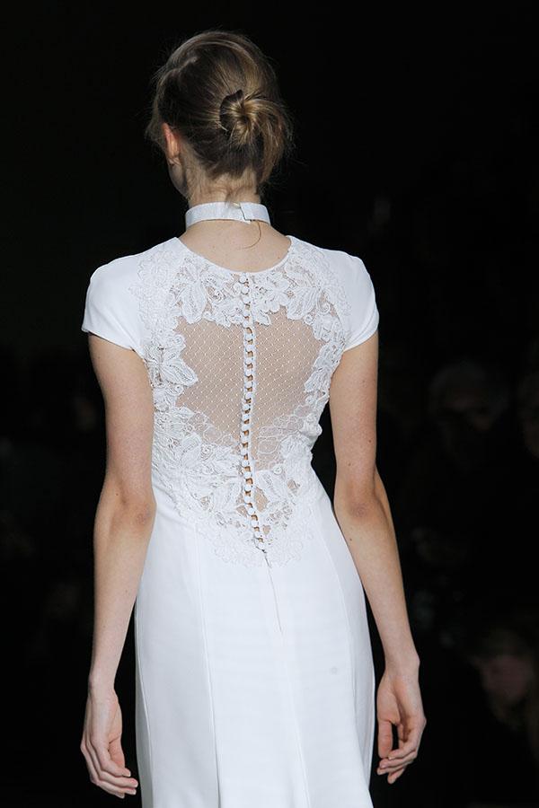 abito da sposa con trasparenza sulla schiena Jesus Peiro