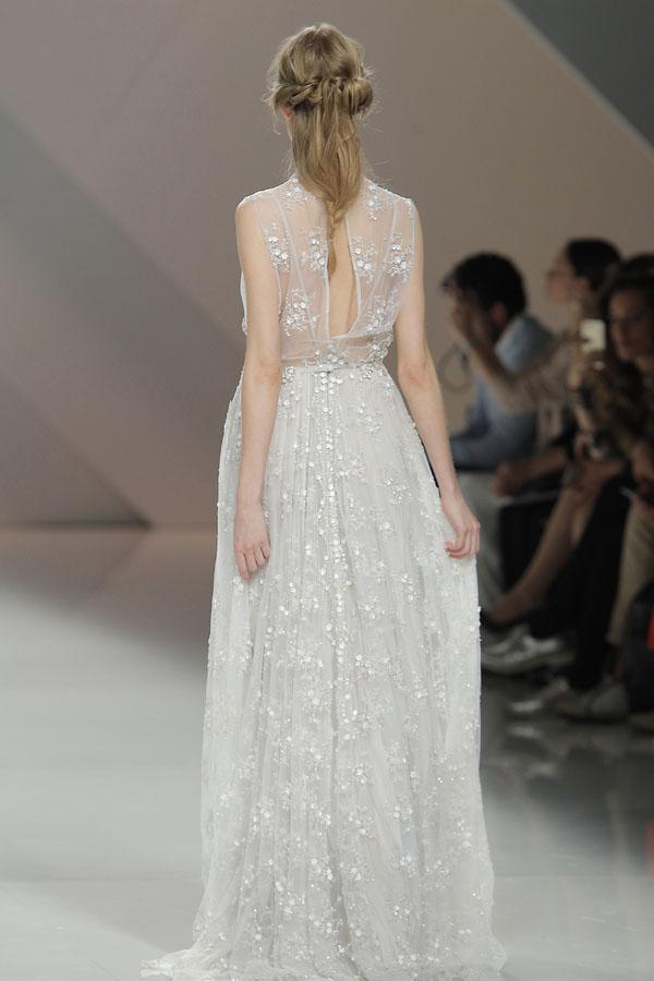 abito da sposa con scollatura sulla schiena marco & maria