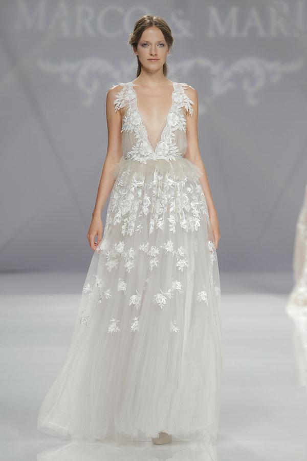 abito da sposa con applicazioni floreali marco & maria