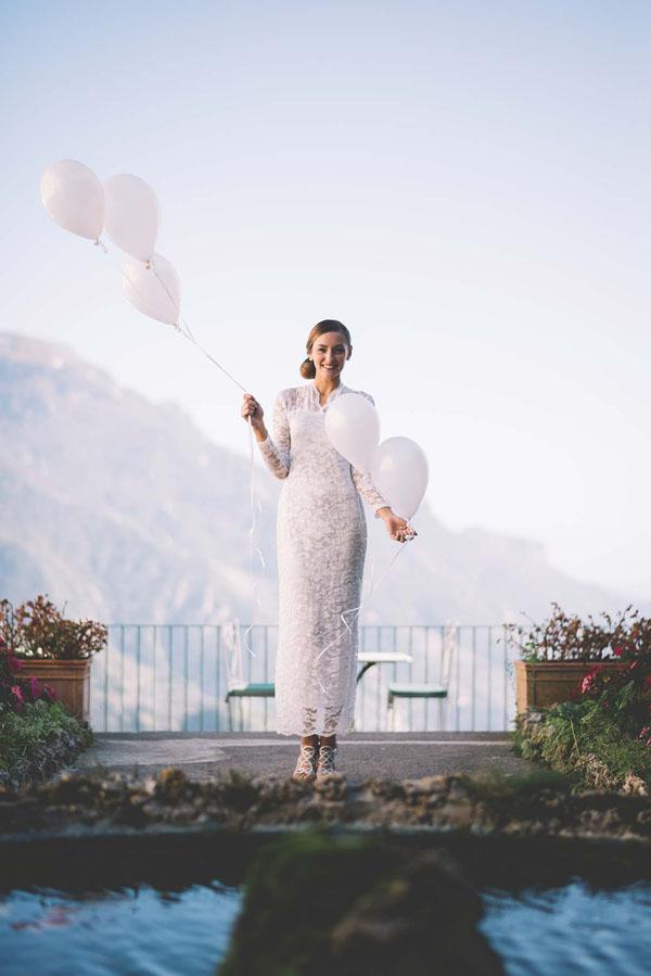 abito da sposa in pizzo con maniche lunghe