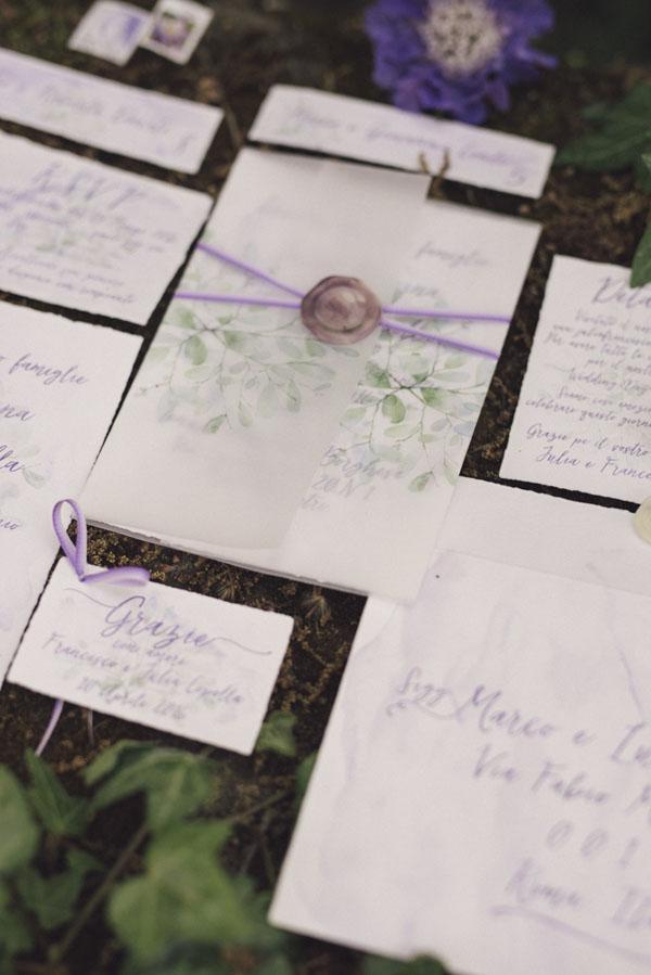 partecipazioni matrimonio acquerello viola e verdi