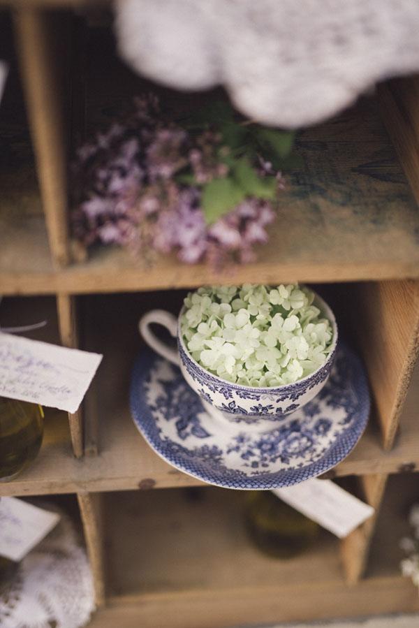 ortensia in tazza da tè vintage